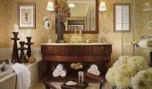 Bellagio Hotel Guest Bathroom with Bath Tub