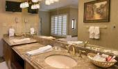 Gold Coast Hotel and Casino Guest Bathroom