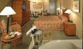 Luxor Hotel and Casino Guest Room with Jacuzzi