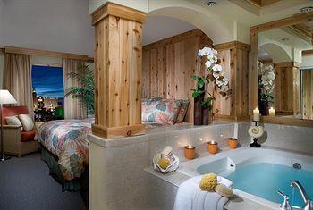 Jaquzzi suites on las vegas strip